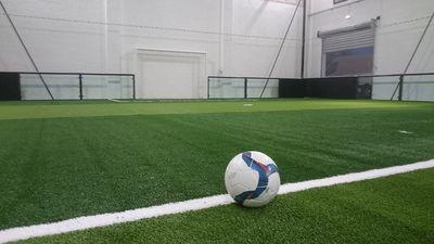 pose de terrain de football indoor 5c5 à Orthez entre Pau et Dax