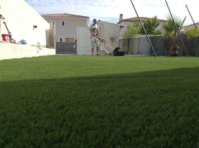 installation d 39 un gazon synth tique montpellier h rault 34 dans un jardin gazon et pelouse. Black Bedroom Furniture Sets. Home Design Ideas