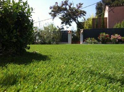gazon synth tique pas cher pour jardin nice la pose gazon synth tique gazon et pelouse. Black Bedroom Furniture Sets. Home Design Ideas