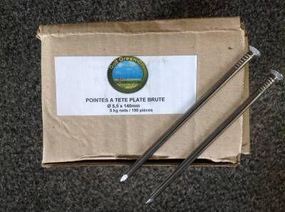 Bo�te de 5 kg : clous de charpentier pour gazon synth�tique